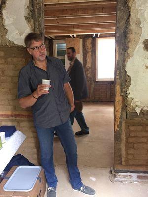 Dr. Uwe Busch, Direktor des Röntgen-Museums, gibt Einblick in die Historie des Geburtshauses
