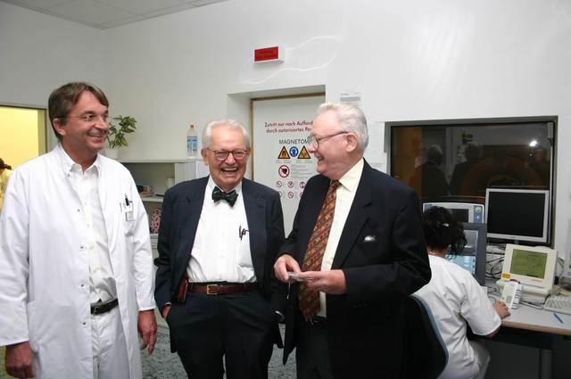 Am 9. Oktober 2006 erhielt Sir Peter Mansfield die Ehrenpromotion der Universität Leipzig.
