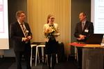 Dr. Thekla Oechtering (Mitte) wurde mit dem Horst-Seils-Preis ausgezeichnet – hier bei der Ehrung durch PD Dr. Roger Eibel (links) und Prof. Dr. Roman Fischbach.