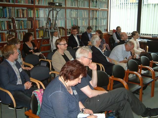 Austausch und Diskussion im sehr ansprechenden Ambiente der Deutschen Gesellschaft für Urologie e.V.: Teilnehmer des Symposiums Geschichtsbewusstsein und Erinnerungskultur in medizinischen Fachgesellschaften.
