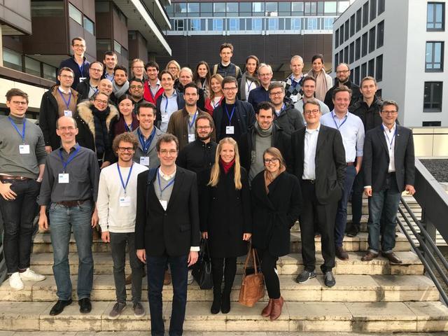 Die Teilnehmerinnen und Teilnehmer der fünften FFZ-Staffel beim Workshop in Köln