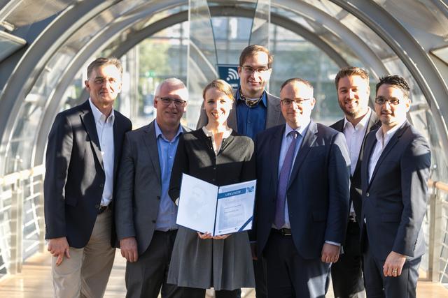 Die Preisträgerin mit dem DeGIR-Vorstand auf dem 100. Deutschen Röntgenkongress.