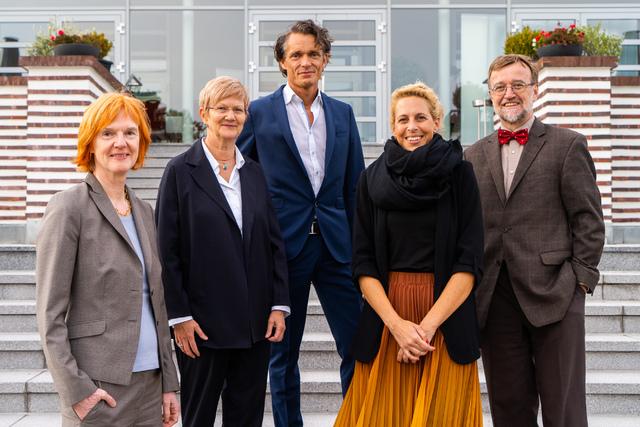 (v. li n. re): PD Dr. Thekla von Kalle (Vizepräsidentin), Dr. Gabriele Hahn (1. Beisitzerin), Dr. Dirk Klee (Schriftführer), Dr. Sandra Habernig (2. Beisitzerin), Prof. Dr. Hans-Joachim Mentzel (Präsident).