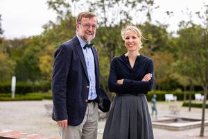 Prof. Dr. Hans-Joachim Mentzel, 1. Vorsitzender der GPR, vom Institut für Diagnostische und Interventionelle Radiologie des Universitätsklinikums Jena, mit Preisträgerin PD Dr. Wibke Uller.