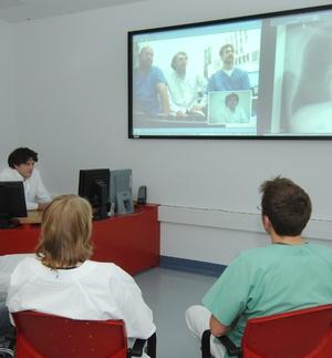 Videokonferenz zwischen Radiologen der Universitätsklinik Greifswald und Kollegen aus einer Klinik des Verbundnetzwerkes Pomerania.