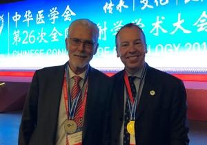 Prof. Dr. Reiser und Prof. Dr. Schönberg wurde im Rahmen der Eröffnungsfeier des Chines Congress of Radiology die Ehrenmitgliedschaft der CSR verliehen.