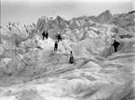 Fotografie Röntgens bei einer Gletscherwanderung.