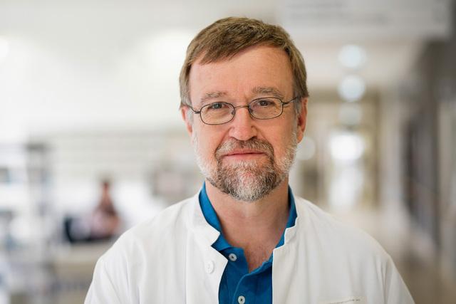 """Prof. Hans-Joachim Metzel, Leiter der Jenaer Kinderradiologie, bringt sein Wissen und seine Erfahrung in den Ausschuss """"Strahlenschutz in der Medizin"""" ein."""
