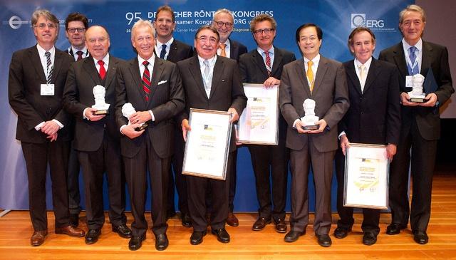 Sieben Ehrenmitgliedschaften von DRG und ÖRG wurden beim RöKo verliehen.