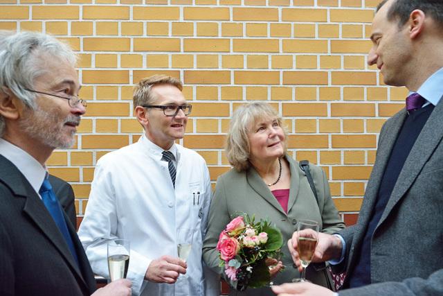 Feierstunde mit Prof. Runnebaum, Direktor der Universitätsfrauenklinik (2. v.l.)